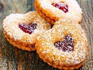 Линцерови сладки за Свети Валентин със сладко от ягоди